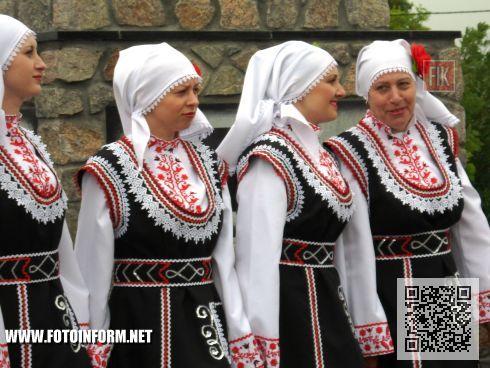 В Кировоградской области, в пгт. Ольшанка состоялось торжественное открытие памятного знака первым болгарским переселенцам с города Алфатар на Ольшанские земли.