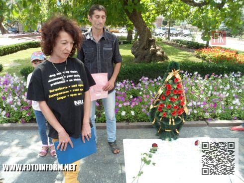 На центральной площади нашего города состоялась уличная акция, под названием «Война с наркотиками – война с людьми! Не допустите новых жертв!».