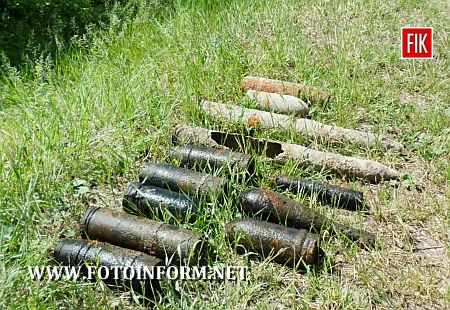За 2-3 кілометри від житлового масиву Долинської, відпочиваючи біля місцевого ставка, дев'ятикласники на березі у бур'янах помітили металеві предмети, всуціль вкриті іржею, які виявились артилерійськими снарядами різних калібрів, і хоча і пролежали маже сімдесят років у землі, проте зберегли і оболонку, і свої смертоносні властивості.