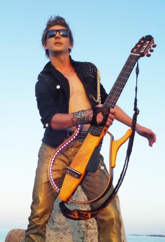 В сонячній Болгарії відбулися зйомки нової відео роботи українського гітариста Flame.Події в кліпі розвиваються в місті Кіто.