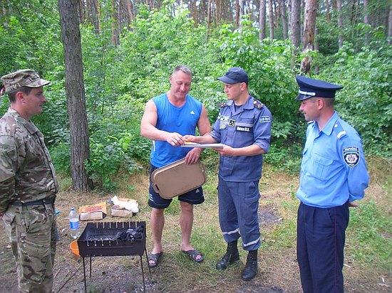 Рятувальники продовжують здійснювати рейдові перевірки щодо недопущення пожеж у лісових масивах.