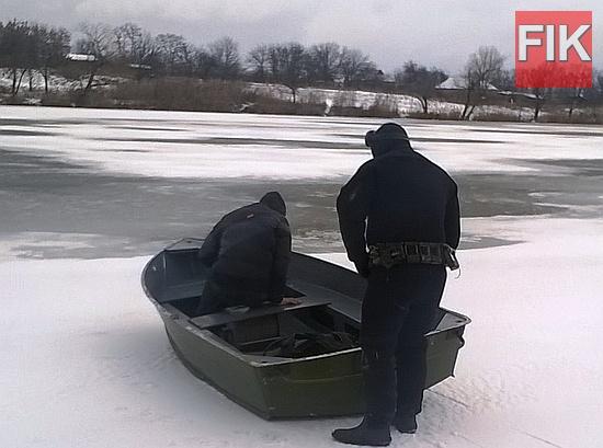 До Служби порятунку «101» надійшло повідомлення про зникнення жителя с. Марфівка Долинського району, який вийшов на місцевий ставок та, ймовірно, потрапив під лід.
