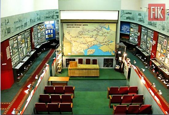 Напередодні Міжнародного дня музеїв залізничники запрошують відвідувачів на безкоштовні екскурсії до Музею історії Одеської залізниці, у фонді якого зібрано понад 1 тис. 200 раритетів.