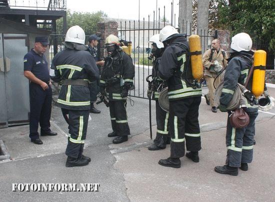 У Кропивницькому рятувальники тренувались в теплодимокамері