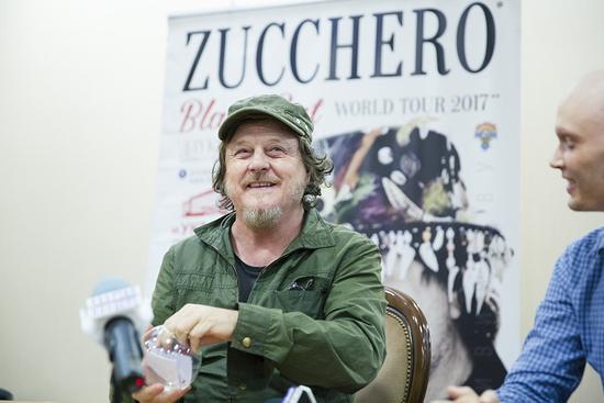 В столицу прилетел один из самых известных музыкантов планеты, автор хита «Baila morena»
