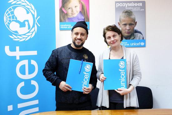 27 листопада 2017 р, Київ. Представник Дитячого фонду ООН (ЮНІСЕФ) в Україні Джованна Барберіс та MONATIK підписали Меморандум про взаєморозуміння у сфері захисту прав дітей.