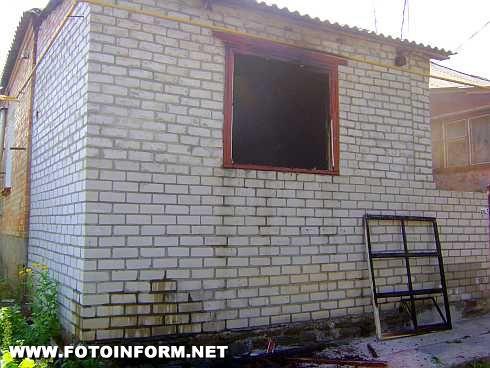 У Бобринці на пожежі у квартирі врятована жінка (фото)