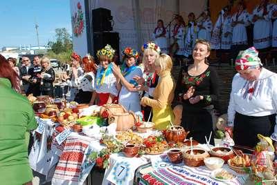 """У Кіровограді вже втретє пройшла подія національного масштабу ‒ найбільша в країні агропромислова виставка """"АгроЕкспо"""", на яку з'їхалися аграрії з усієї України. Цього року, як і в минулому, в рамках виставки відбувся народний """"Покровський ярмарок"""", що традиційно відкривається на другий день виставки."""