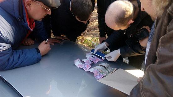 Співробітники Служби безпеки України у Новоукраїнському районі Кіровоградщини викрили на хабарництві інспектора дорожньої поліції.