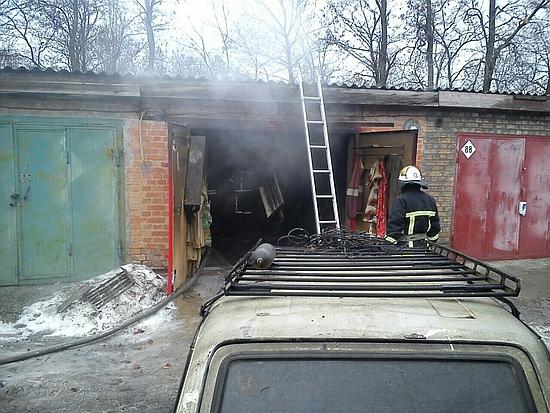 10 грудня о 09:01 до Служби порятунку «101» надійшло повідомлення про пожежу в гаражному кооперативі «Віраж» в обласному центрі.