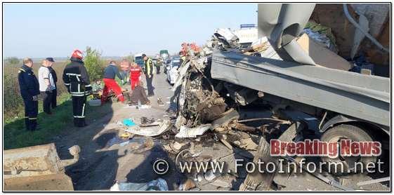 Кіровоградщина, ДТП зіткнулися «ГАЗель» та бензовоз, фоторепортаж