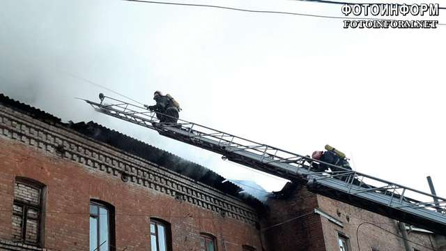 Оперативна інформація про гасіння пожежі адміністративної будівлі у центрі Кропивницького
