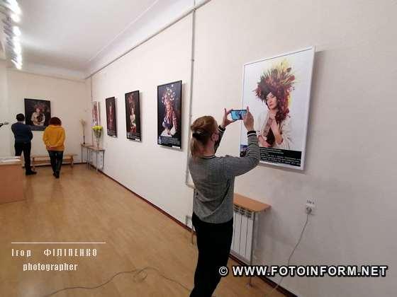 9 березня 2021 року в Музеї мистецтв відбулося відкриття фотопроєкту «Сильні духом. Мами».