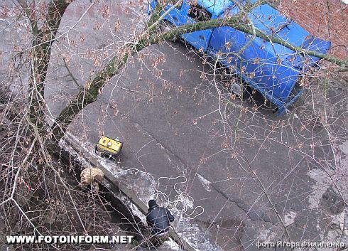 Кировоград: подарок к Новому году - весь двор в траншеях (фото)